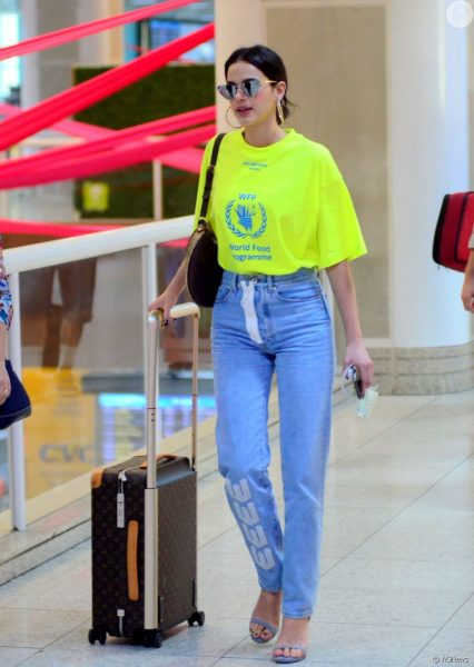 3066101-moda-jeans-camiseta-tem-muita-cor-no-950x0-4